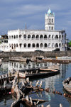 Moroni, Grande Comore / Ngazidja, Comoros islands: Old Friday Mosque reflected on the dhow port - Port aux Boutres et l'Ancienne mosquée du Vendredi - photo by M.Torres