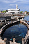 Moroni, Grande Comore / Ngazidja, Comoros islands: Old Friday Mosque and the ghost of a dhow - Port aux Boutres et l'Ancienne mosquée du Vendredi - photo by M.Torres