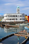 Moroni, Grande Comore / Ngazidja, Comoros islands: half sunk dhow and the Old Friday Mosque - Port aux Boutres et l'Ancienne mosquée du Vendredi - photo by M.Torres