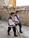 Dubrovnik: medieval guards  with halberds / albardas (photo by J.Kaman)