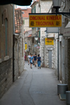 Croatia - Split: Chinese shop - commerce - narrow street - Asians in Europe - photo by P.Gustafson