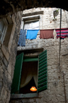 Croatia - Split: alley with laundry drying - photo by P.Gustafson