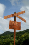 Cuba - Holguín province - rusting RR Crossing Sign - photo by G.Friedman