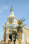 Curacao - Willemstad: Church - View from Wilhemina park, Punda - photo by S.Green