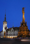 Czech Republic - Olomouc: Holy Trinity Column and the Town Hall - nocturnal / Sloup Nesvetejsi Trojice a Radnice - Unesco world heritage site - photo by J.Kaman