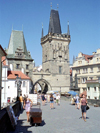 Czech Republic - Prague: crossing Charles Bridge - Karluv most - Unesco world heritage site (photo by M.Bergsma)