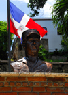 Santo Domingo, Dominican Republic: bust and Dominican flag - Malecon - photo by M.Torres
