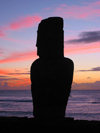 Moai (Ilha da Pascoa, Isla de Pascua) : sunset - Unesco world heritage site - photo by Roe Eime)
