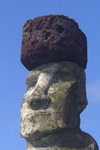 Easter Island - Ahu Tongariki: megalith with head-dress (pukao) - Ilha da Pascoa, Isla de Pascua - photo by R.Eime