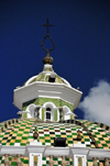 Quito, Ecuador: chequered dome with lantern, covered Spanish tiles, over the arch of the Dominican Church - Arco de la Iglesia de Santo Domingo - Plaza Santo Domingo - photo by M.Torres