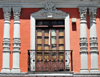 Quito, Ecuador: Plaza de la Merced - detail of fa�ade with wrought iron balcony - Calle Cuenca - photo by M.Torres