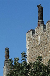 England - Suffolk county: mediaeval chimney stacks on castle ruins - photo by F.Hoskin