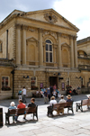 England - Bath (Somerset county - Avon): View of Square at the Roman Baths - benches - photo by C. McEachern