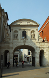 London, England: arch linking St Paul's churchyard to Paternoster Square - City - photo by M.Torres