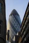 London: the Gherkin seen from Billiter street - Swiss Re - City of London - photo by M.Torres