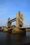 London: Tower bridge - combined bascule and suspension bridge - photo by M.Torres