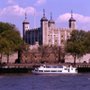 England - London: tour boat and Tower of London - photo by A.Bartel
