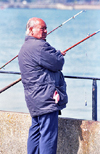 England (UK) - Dover (Kent): local man fishing - angler - photo by J.Banks