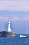 England (UK) - Dover (Kent): lighthouse and breakwater - photo by J.Banks