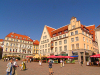 Estonia - Tallinn: summer on Town Hall square - Raekoja Plats - Unesco World Heritage - photo by J.Kaman