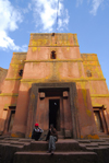 Lalibela, Amhara region, Ethiopia: Bet Giyorgis rock-hewn church - entrance - UNESCO world heritage site - photo by M.Torres