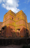 Lalibela, Amhara region, Ethiopia: Bet Giyorgis rock-hewn church - looking up - UNESCO world heritage site - photo by M.Torres