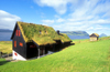 Faroes / Faeroe islands - Streymoy island: grass covered cottage - peat roof - photo by D.Forman