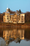 Finland - Helsinki, Töölö bay, old mansion on the other side of the bay - photo by Juha Sompinmäki