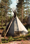 Finland - Rovaniemi (Lapin Laani): Lapp (Sami people) tent - kota - teppee (photo by Miguel Torres)