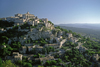 Gordes, Vaucluse, PACA, France: panoramic view of the hilltop village and the Luberon Valley - Les Monts de Vaucluse - photo by C.Lovell