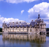 France - Picardy -  Chantilly - département de l'Oise: château de Chantilly - pond view - photo by A.Bartel