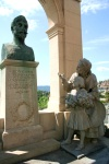 France - Grasse (Alpes Maritimes): Leon Chiris monument (photo by C.Blam)