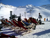 France / Frankreich - Val d'Is�re - Tignes (Savoie): Caf� life - sunbathing (photo by R.Wallace)
