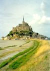 France - le Mont-St. Michel (Manche, Normandie): from the isthmus - mouth of the Couesnon River - Unesco world heritage site - photo by A.Baptista
