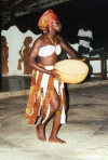 Ghana / Gana - Gomoa Fetteh: calabash as a musical instrument - African musician - Hotel Till (photo by Gallen Frysinger)
