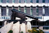 Gibraltar: a cannon that shoots downwards - Koehler depression gun carriage, a late 18th century design invented in Gibraltar during the Great Siege - Casemates Square, by the Health Centre - photo by M.Torres