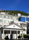 Gibraltar: Guard House of the residence of the Governor of Gibraltar and Convent Place buildings, Main Street - cable car in the backround - photo by M.Torres