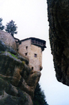 Greece - Meteora (Thessalia): Moni Agias Triados / Monsatery of the Holy Trunity - castle in the clouds (photo by Miguel Torres)