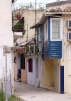 Greek islands - Lefkada / Lefkas: narrow street - photo by G.Frysinger