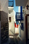 Greek islands - Mykonos (Hora)/ Mikonos / JMK: narrow alley (photo by Nick Axelis)