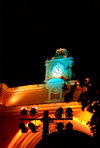 Guatemala - Antigua Guatemala: Santa Catalina arch, connecting two parts of old Convent - noturnal / Arco de Santa Catalina en Antigua Guatemala - photo by H.Roldán