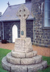 Channel islands - Guernsey / GCI: Torteval - Celtic / Keltic cross - war memorial (photo by M.Torres)