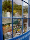 Channel islands - Guernsey / GCI: St. Peter Port - shop window (photo by T.Marshall)