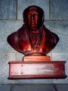 Channel islands - St. Peter Port: bust of Daniel de Lisle Brock - bailiff of Guernsey (photo by M.Torres)