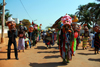 Bissau, Guinea Bissau / Guiné Bissau: Amílcar Cabral Avenue, Carnival, men parading with masks / Avenida Amilcar Cabral, carnaval, homens a desfilar as máscaras - photo by R.V.Lopes