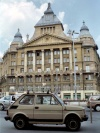 Hungary / Ungarn / Magyarorsz�g - Budapest: Small car, big building - Egyetem t�r - Literature Museum - Fiat 126 (photo by M.Bergsma)
