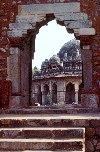 India - Delhi: Isa Khan's mausoleum (photo by Francisca Rigaud)