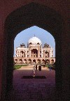 India - New Delhi: entering Humayun's tomb - Unesco world heritage (photo by Francisca Rigaud)
