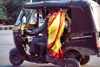 India - Agra (Uttar Pradesh) / AGR: boarding an auto-rickshaw / tuk-tuk (photo by Francisca Rigaud)