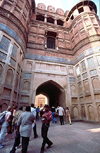 India - Agra (Uttar Pradesh) / AGR: the fort - ramparts (photo by Francisca Rigaud)